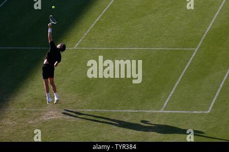 Devonshire Park, Eastbourne, Regno Unito. Il 26 giugno, 2019. Natura Valle Torneo Internazionale di Tennis; Cameron Norrie (GBR) serve a Kyle Edmund (GBR) Credito: Azione Sport Plus/Alamy Live News