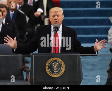 Presidente Donald Trump offre il suo discorso inaugurale alla inaugurazione il 20 gennaio 2017 a Washington D.C. Trump divenne il quarantacinquesimo Presidente degli Stati Uniti. Foto di Pat Benic/UPI Foto Stock