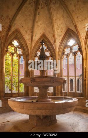 Germania, Baden-Wurttemburg, Maulbronn, Kloster Maulbronn Abbey, chiostro