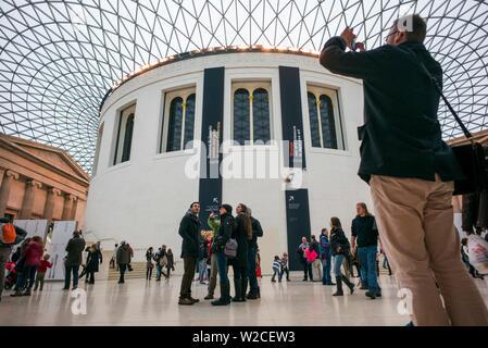 Inghilterra, London, Bloomsbury, il British Museum, il Grande Corte dall'architetto Norman Foster, la più grande piazza coperta in Europa