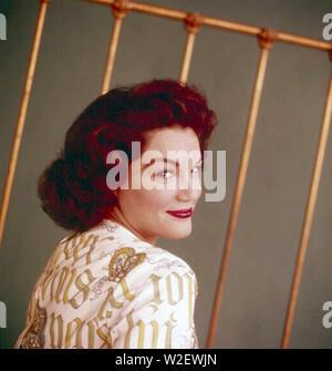 CONNIE FRANCIS cantante ed attrice cinematografica circa 1965