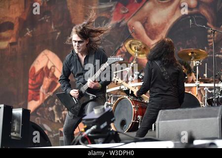 Vizovice, Repubblica Ceca. 13 Luglio, 2019. Il chitarrista GILDAS LE PAPE esegue con norvegese black metal band Satyricon durante l'international open-air festival Masters of Rock, in Vizovice, Repubblica ceca, 13 luglio 2019. Maestri del Festival del rock si svolgerà da giovedì 11 a domenica 14 luglio 2019 nell'amata area del R. Jelinek distillery a Vizovice. Credito: Dalibor Gluck/CTK foto/Alamy Live News Foto Stock
