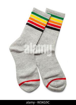 Due calze di colore grigio con strisce isolato su bianco. Foto Stock
