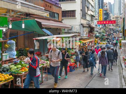 La produzione di banchi del mercato su Gage Street, quartiere centrale, Isola di Hong Kong, Hong Kong, Cina Foto Stock