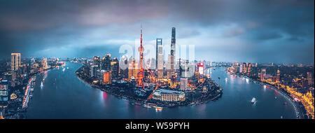 Shanghai skyline notturno