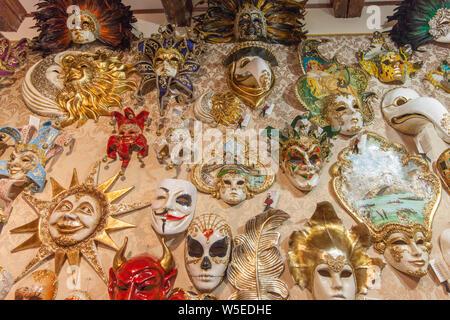 Maschere veneziane in Venezia , Italia Foto Stock