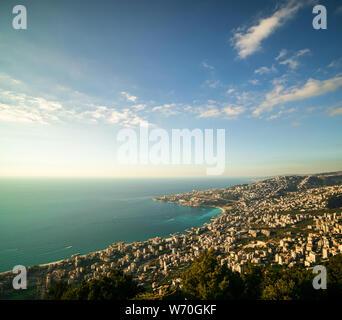 Vista panoramica della costa del Libano da Harissa Mountain Foto Stock