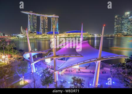 Singapore - 25. Gennaio 2019 : vista dell'Esplanade teatro all aperto e il Marina Bay Sands Hotel Foto Stock