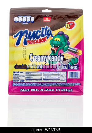 Winneconne, WI - 12 Agosto 2019 : un pacchetto di Nucita trisabor cremoso candy isolato su un background Foto Stock