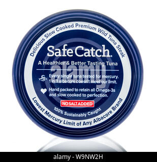 Winneconne, WI - 14 Agosto 2019 : un pacchetto di sicura presa albacora isolato su un background Foto Stock
