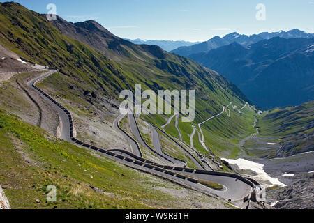 Strada a serpentina, senza traffico, Stelvio, dello Stelvio, Passo Stelvio, Alto Adige, Suedtirol, Alto Adige, Italia, Europa Foto Stock