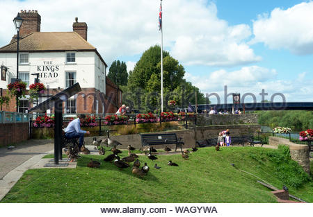 Il Kings Head public house di Upton-su-Severn in Worcestershire, Regno Unito. Foto Stock