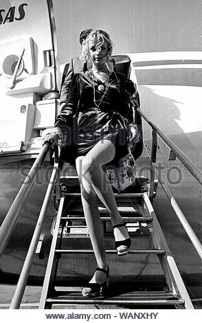 Twiggy lasciando un aereo 9-16-1968.. Credito: 386648_Globe foto/MediaPunch Foto Stock