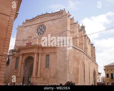 Facciata principale della Cattedrale di Santa Maria in cittadella sul isola di Minorca. Luglio 5, 2012. Xon Xoriguer, Citadel, Menorca, isole Baleari, Spagna Foto Stock