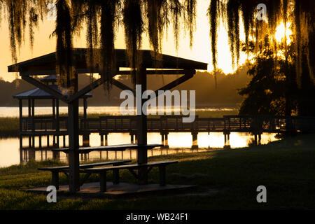 Un piccolo lago in un Central Florida comunità di pensione