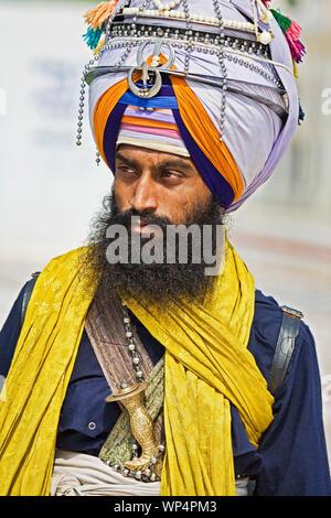 New Delhi, India, 2 settembre 2019 Ritratto di Sika religioso indù uomo al Bangla Shib Gurudwara Sika Grande Tempio di New Delhi India Foto Stock