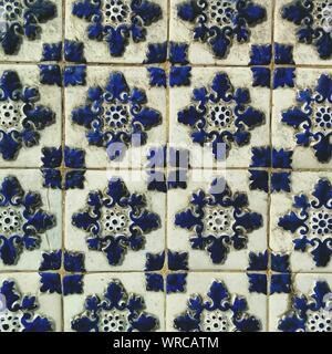 Full Frame Shot di blu di piastrelle a mosaico Foto Stock