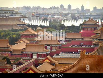Lo skyline di Pechino dal palazzo della Città Proibita di tetti e di piazza Tiananmen, Cina Foto Stock