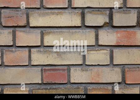 Close-up di un mattone giallo parete.