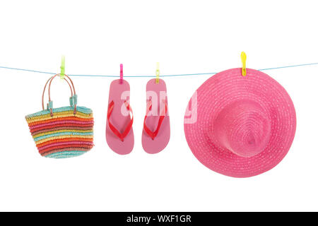 Linea con appeso flip flop e rosa paglia estate hat Foto Stock