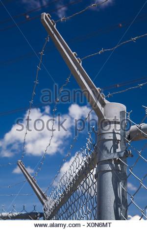 Barbwire recinto di sicurezza, Montreal, Quebec, Canada Foto Stock