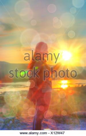 Abstract e sfocata foto morbido delle donne sulla collina Foto Stock