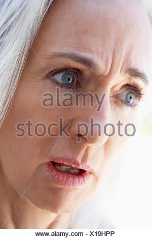 Ritratto di donna Senior cercando sconvolto Foto Stock