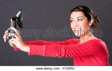 Ritratto Di Auto attraente Excited donna prende Selfie Foto ritratto Foto Stock