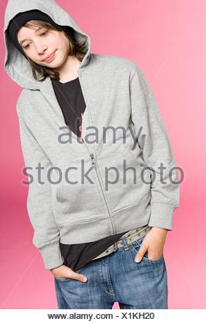 Ragazzo adolescente pensare Foto Stock