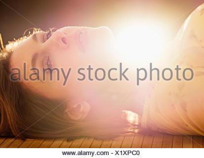 Ritratto di bella donna con capelli castani Foto Stock