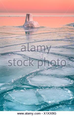 Tramonto sul lago ghiacciato, il lago Michigan, Chicago, Illinois, America, STATI UNITI D'AMERICA Foto Stock