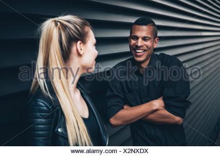Datazione di una giovane donna nera