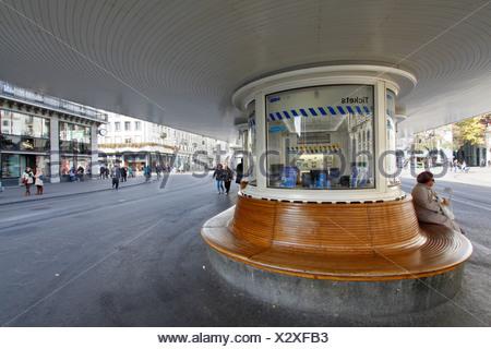 Piazza Paradeplatz fermata del tram, Zuerich, Zurigo, Svizzera, Europa Foto Stock