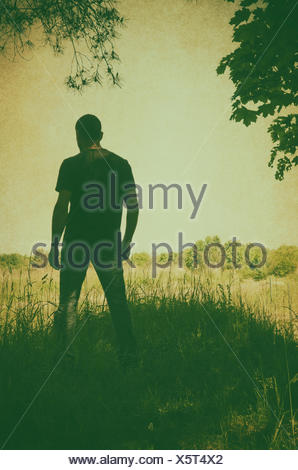 Misteriosa figura maschile nella brughiera Foto Stock