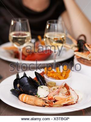 Preparati aragoste, gamberi di fiume e le cozze nella piastra Foto Stock