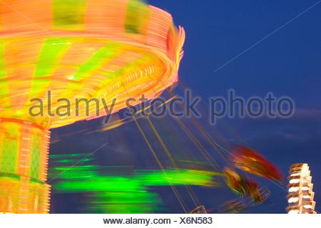 Giostra rotante di notte Foto Stock