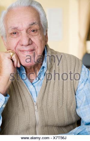Ritratto di un uomo anziano in una casa di riposo Foto Stock