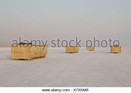 Bonneville Salt Flats in Utah USA giallo contenitori per rifiuti Bonneville distesa di sale Foto Stock