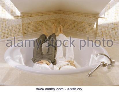 Vasca Da Bagno Rotonda : Sala da bagno vasca intorno giovane abiti ricreazione bagno