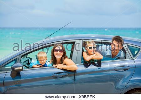 Famiglia di quattro guida in auto Foto Stock