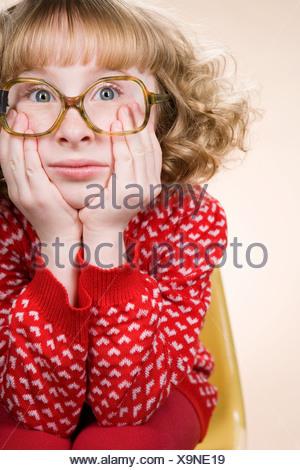 Ritratto di un annoiato geeky girl Foto Stock