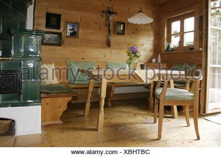 Sala residenziale, stufa in maiolica, camera, salotto, cucina ...