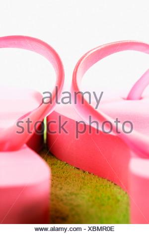 Coppia di flip-flop di rosa, close-up Foto Stock
