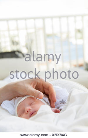 La Svezia, Close-up di padre stroking baby boy Foto Stock