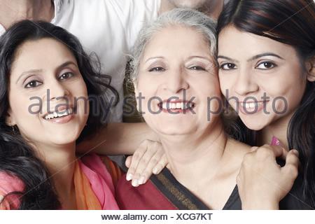 Ritratto di tre donne sorridente Foto Stock