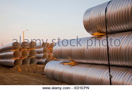 Canale sotterraneo di tubo utilizzato nella costruzione di strade; Edmonton, Alberta, Canada Foto Stock