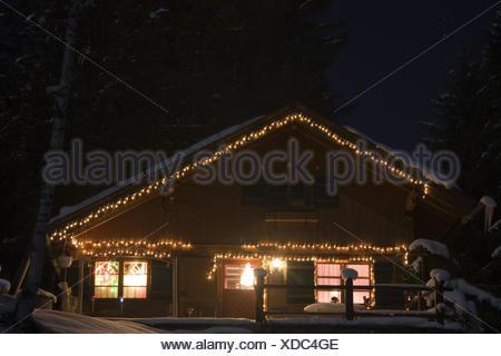 Case Di Montagna A Natale : Acciaieria illuminato per natale candela illuminato raduni