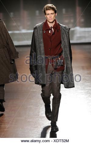 ... Ermenegildo Zegna Milano pronto a indossare abbigliamento Uomo Autunno  Inverno 2011 2012 Foto Stock c1e894c94ef