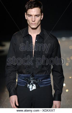 Uomo Ungaro Emmanuel Parigi Abbigliamento Indossare W Pronto A 8wOn0XPk