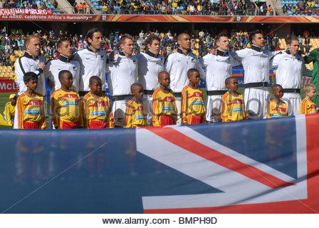 Rustenburg África do Sul Royal Bafokeng Stadium Copa do Mundo Nova Zelândia vs Eslováquia. Nova Zelândia hino nacional. Foto de Stock